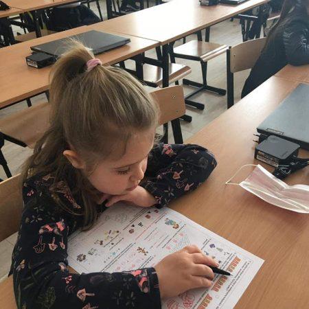 uczniowie klas 1-3 piszą olimpiade